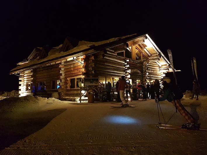 L'esperienza di sciare in notturna