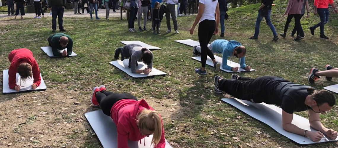 Addominali perfetti in meno di un minuto con l'esercizio Plank